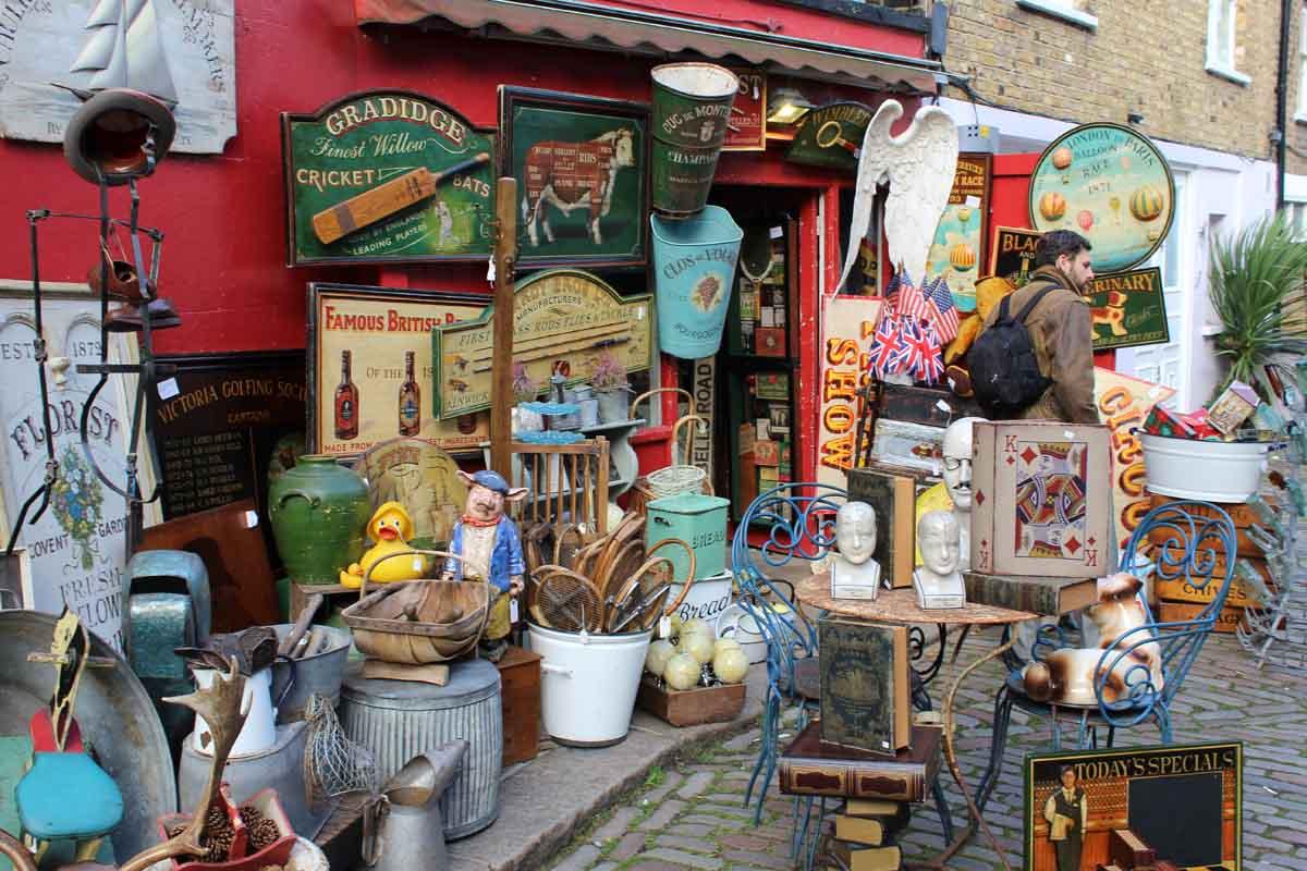 Antiquitätenhändler auf dem Portobello Market
