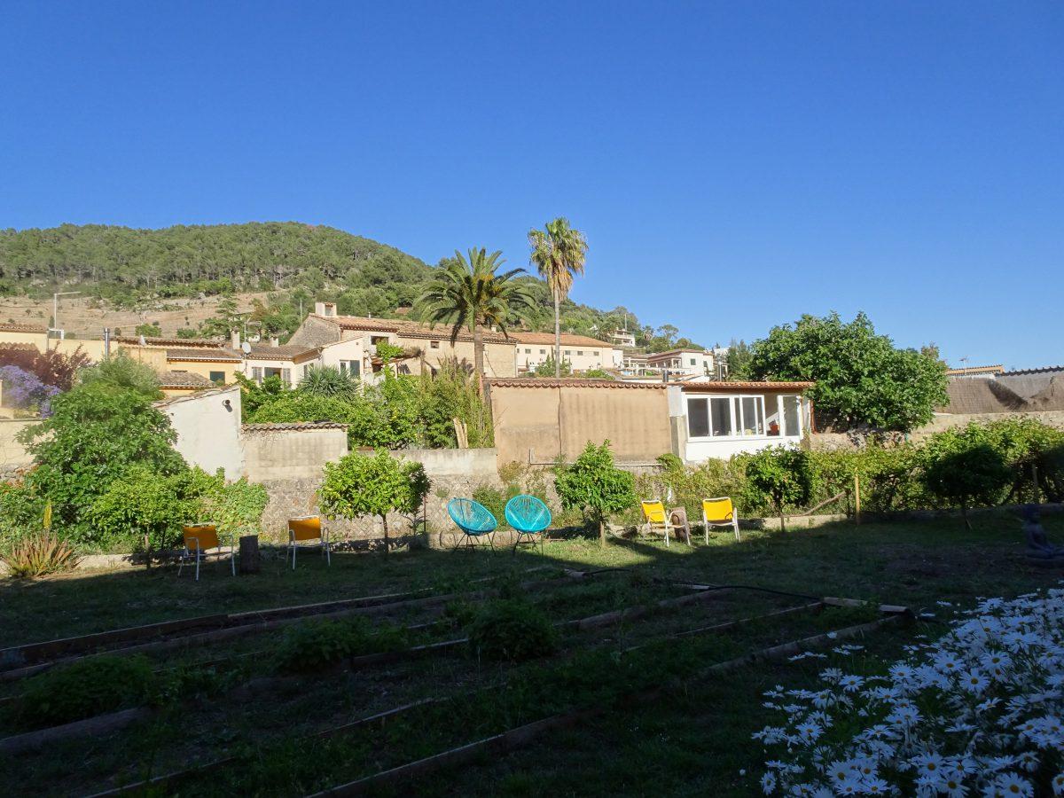 Wandern auf dem Trockenmauerweg Erlebnisse Garten Hostel