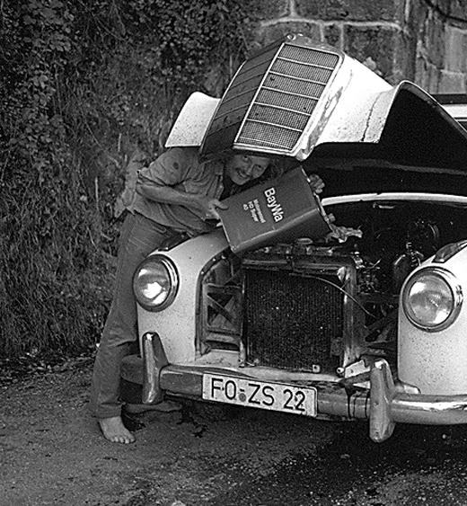 Der gelernte Automechaniker Michael Müller auf Recherchetour
