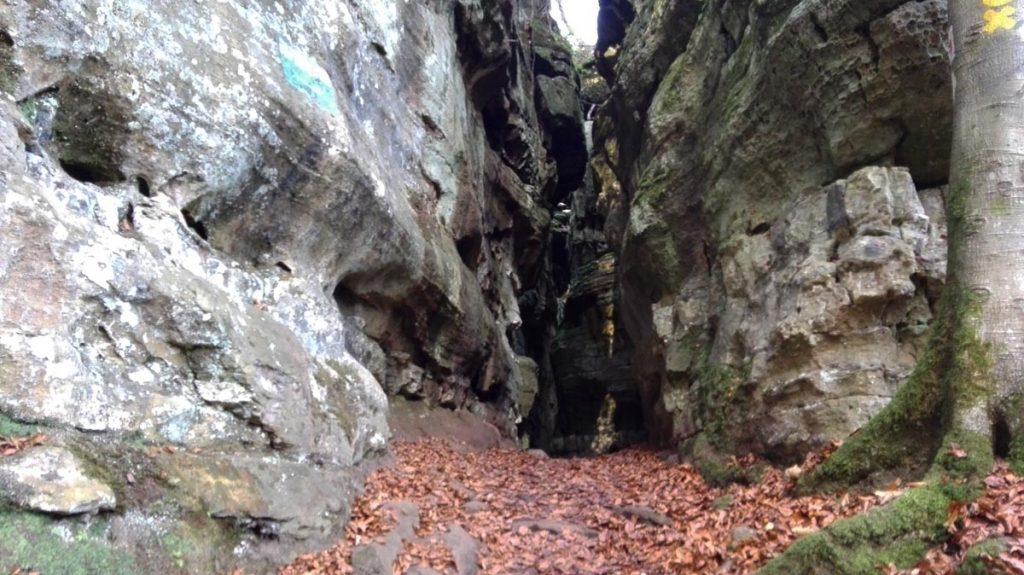 Felsspalte Mullerthal Trail wandern