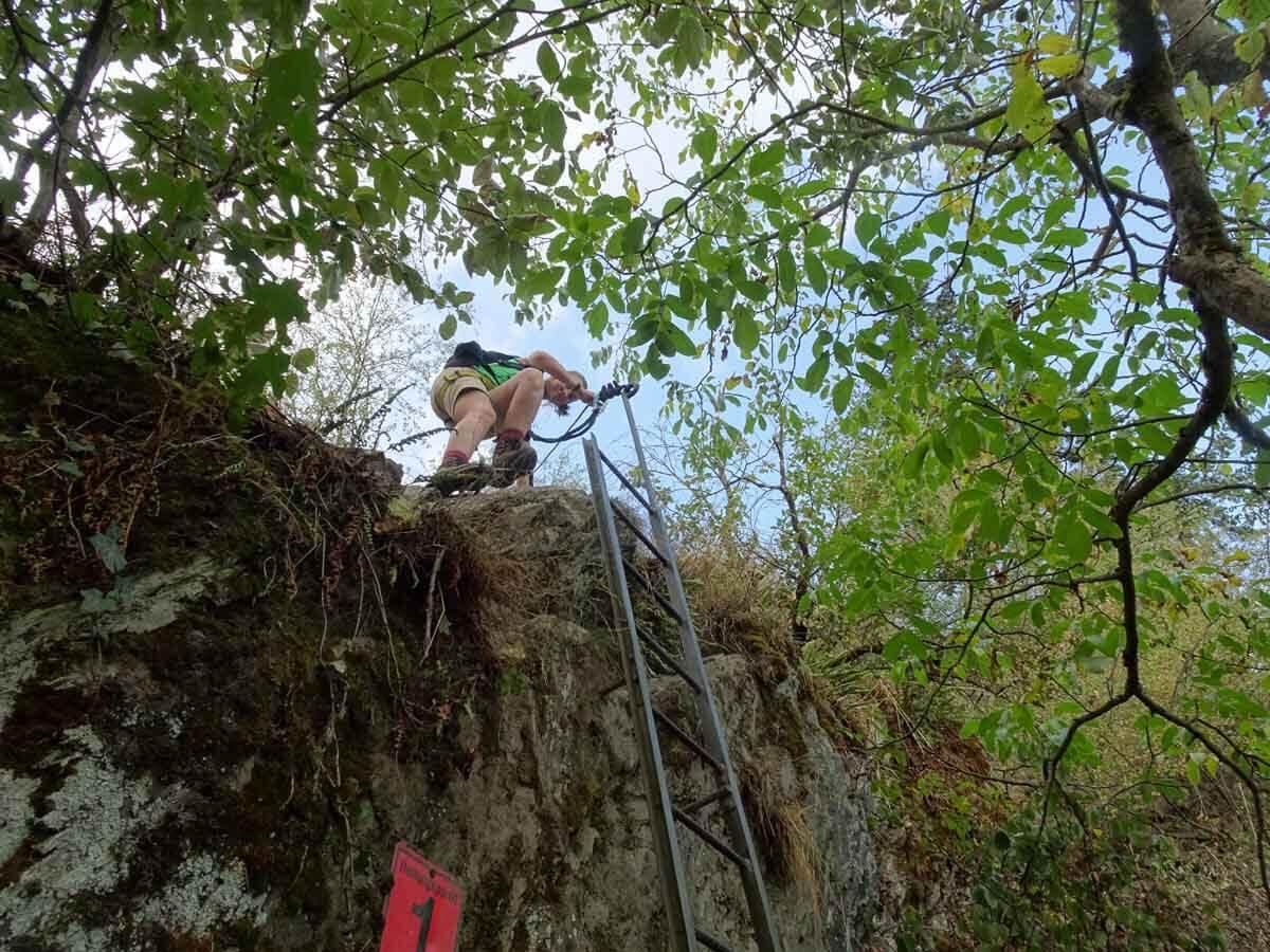 Die erste Leiter auf dem Mittelrhein Klettersteig